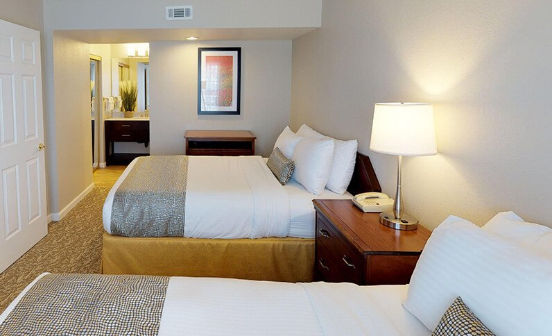 Chase Suite Hotel Newark California - Double Bed And Bathroom