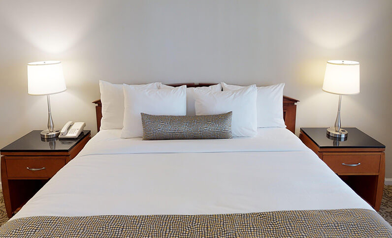 Chase Suite Hotel Newark California - King Bed